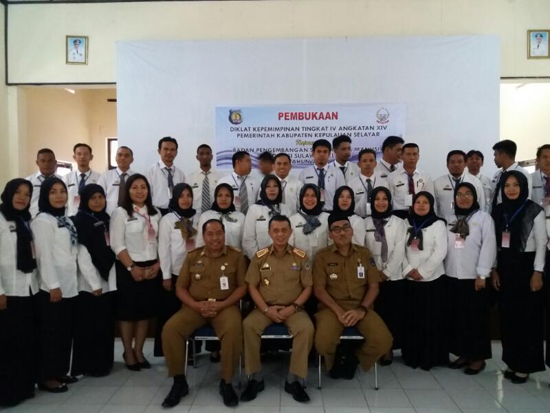 Sekda Kep. Selayar Buka Diklat PIM IV Angkatan XIV Di Makassar