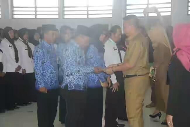 Bupati Kepulauan Selayar Serahkan SK PNS ke CPNS