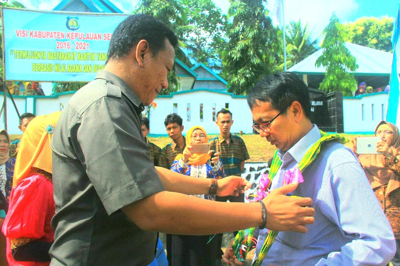 Tari Pa'duppa Menyambut Kedatangan Tim Verifikasi Kabupaten Sehat Nasional di Desa Polebungin