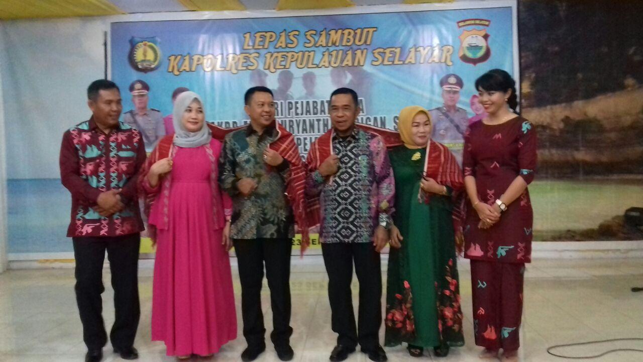 Lepas Sambut, Eddy Suryanta Tarigan Berikan Tanda Ikatan Persaudaraan Karo Ke Bupati & Wakil Bupati Kepulauan Selayar
