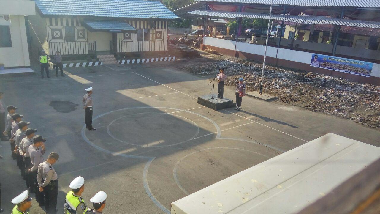 Penyematan Pita Kepada Perwakilan Satlantas dan Sabhara Awali Gelar Operasi Zebra 2017 di Kep. Selayar